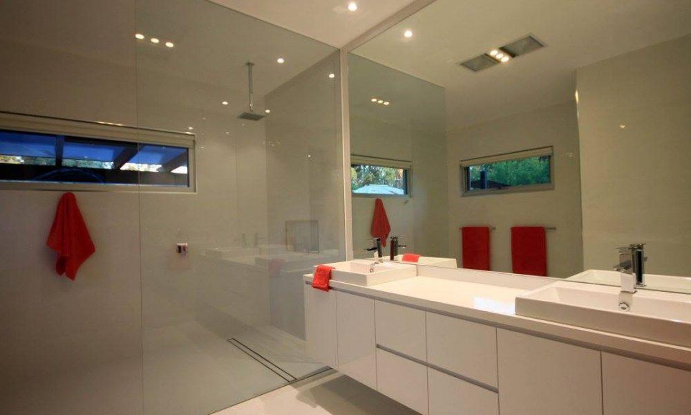 echuca-lass-modern-bathroom-shower-screen